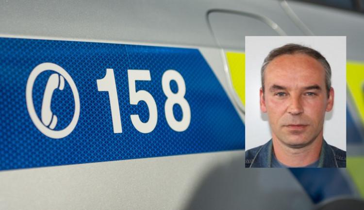 AKTUALIZOVÁNO: Více jak čtyřicet policistů a hasičů pátralo po muži, který nepřišel do práce