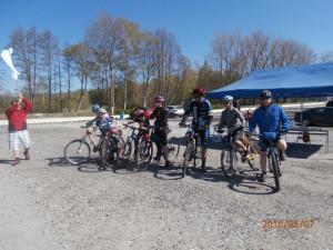 Zhruba stovka cyklistů vyrazila na kole kolem Horní Plané