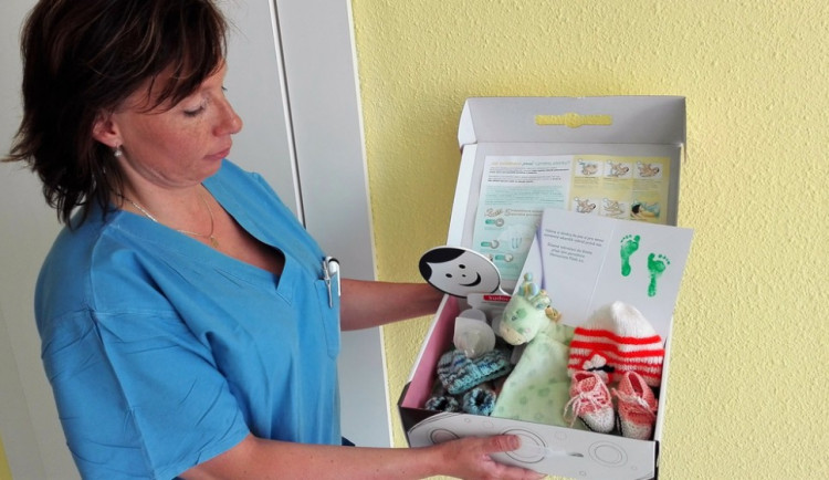 """Písecká nemocnice vybaví miminka """"kufříkem do světa"""""""