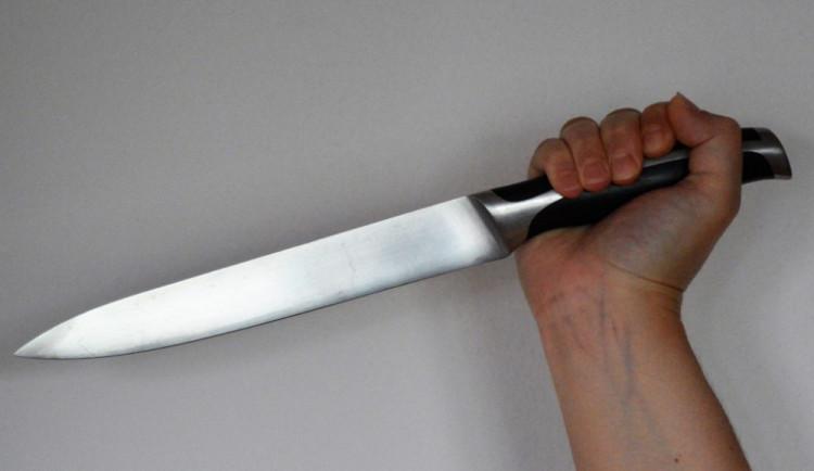 Dva muži se na diskotéce v Písku zastali dívky. Útočník je zranil bodnou zbraní