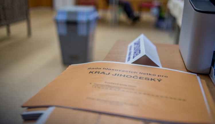 FOTO: Na jihu Čech se volí do krajského zastupitelstva i do senátu