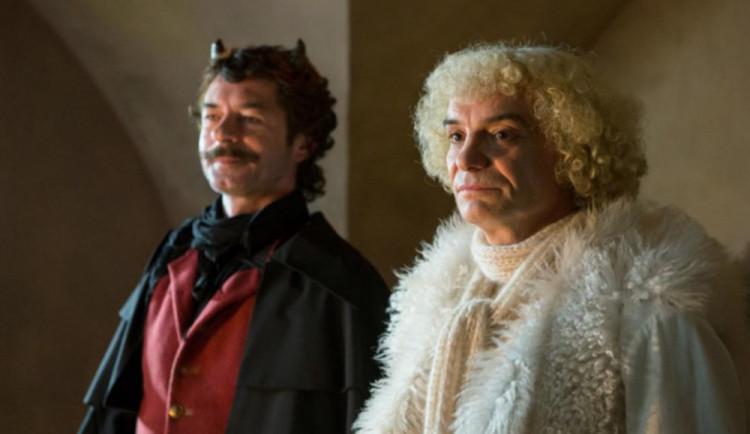 FILMOVÉ PREMIÉRY: Jako nebe a peklo... Anděl Petronel versus úchylnej Santa!