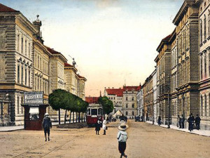 Radeckého ulice se v roce 1919 přejmenovala na Sokolskou. Připomínala staré mocnářství