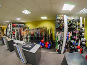 Užijte si zimní radovánky s lyžařským vybavením od Wave Sportu! V půjčovně Wave Sport najdete výběr, který uspokojí každého
