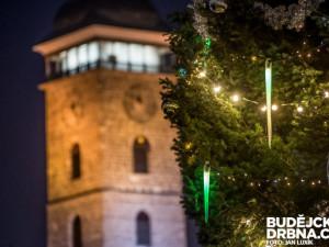KULTURNÍ TIPY: Veselé kulturní Vánoce vám přeje Budějcká Drbna!