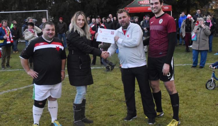 Vánoční fotbalová benefice pomohla malým pacientům
