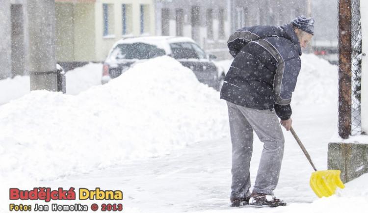 Spadli jste na zmrzlém chodníku? Stačí špatná obuv a máte po odškodnění