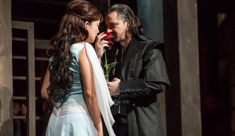 SOUTĚŽ: Verdiho Trubadúr nabízí silný milostný příběh