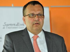 Jihočech Jan Mládek skončí v čele ministerstva průmyslu. Vaz mu srazila drahá mobilní data