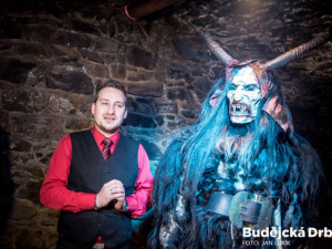 FOTO: V Galerii Krampus se opět zabydlely alpské démonické bytosti. Kaplice zároveň odtajnila termín letošní Krampus Show