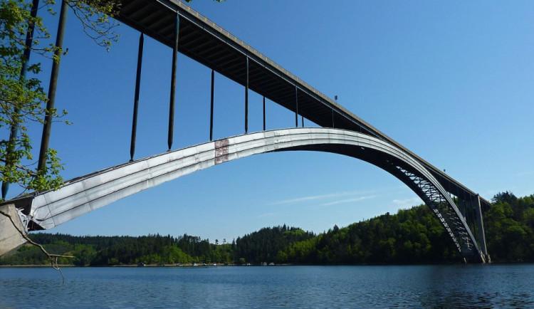 Žďákovský most je největším ocelovým obloukovým mostem v České republice. Byl zprovozněn před půl stoletím