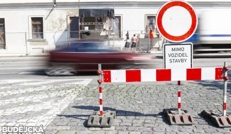 DOPRAVNÍ INFO: Opravy silnic jsou v plném proudu a proto je potřeba počítat s uzavírkami