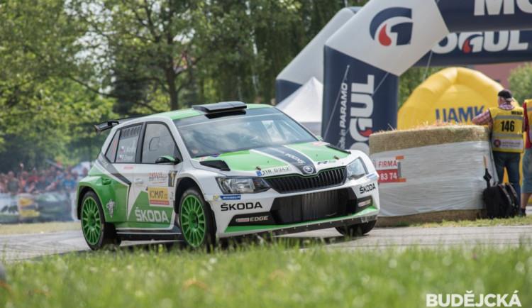 Začala Rallye Český Krumlov. Po první etapě je v čele Jan Kopecký