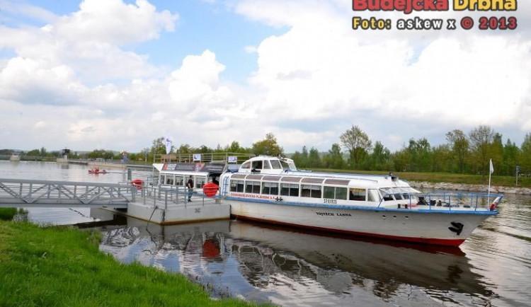 Plavební komora na jezu Hněvkovice zahájí provoz. Splavnění jihočeské Vltavy je tak kompletní