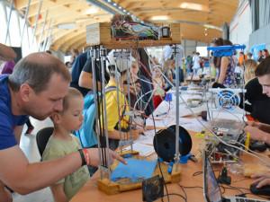 Robota basketbalistu, svařovací simulátor a další technické vychytávky lze vyzkoušet v Budějcích