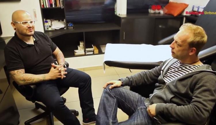 VIDEO: Drbárna - Tony Prušák Jr. má první kérku od svého táty