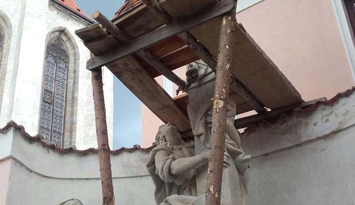 Oblíbené sousoší Kalvárie prochází obnovou