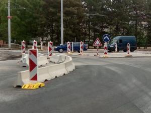 Režim kruhové křižovatky už platí na stavbě propojení budějckých sídlišť Vltava a Máj