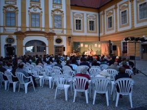 Nabitá kulturní mozaika po celé léto rozeznívá areál kláštera v Borovanech