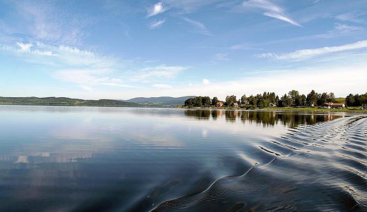 Kvalita vody ke koupání se na jihu Čech zhoršila