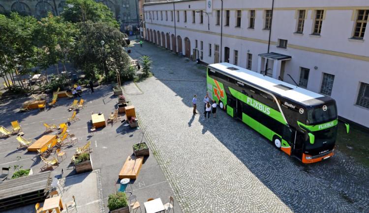 FlixBus vstupuje do české vnitrostátní autobusové sítě, z Budějc do Prahy pojede za 119 korun