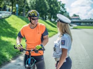 Jihočeští policisté si posvítí na cyklisty. Kontrolovat budou ale i bruslaře a chodce