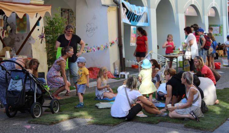 Festival Město lidem, lidé městu nabídne rozmanitý program. Na slepém rameni vznikne pláž
