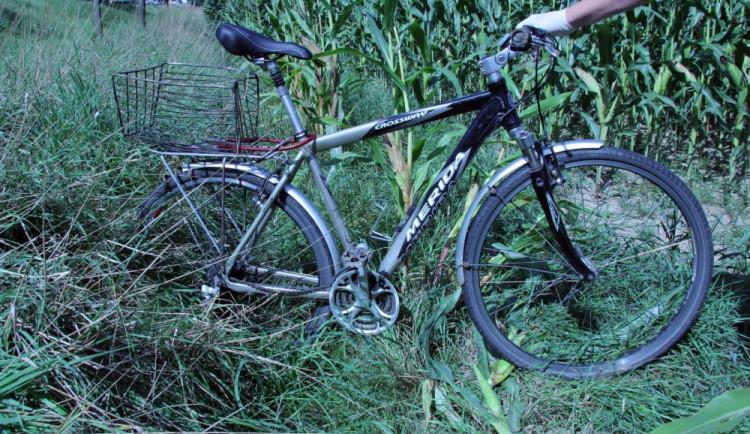 Řidič nákladního automobilu usmrtil u Jindřichova Hradce cyklistu a z místa nehody ujel