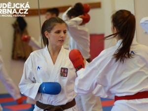 Karatistka Halodová vyrazila sólo na prověrku do Polska. Získala titul