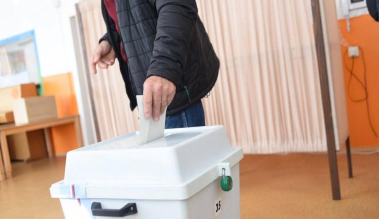 VOLBY 2017: Volební místnosti se otevřely i na jihu Čech. Jen v Budějcích jich je devadesát