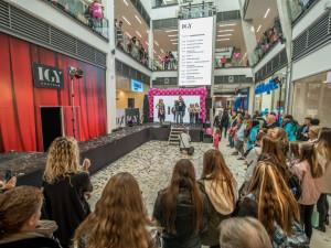 Slavnostní otevření nového IGY přilákalo stovky Budějčáků. Kompletně dokončeno bude až příští rok