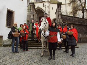 Příjezd svatého Martina je krásná tradice. Na bílém koni dorazí do Krumlova i do Budějc