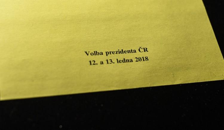 VIDEO: První den volby prezidenta skončil. Odvolili už i všichni kandidáti, včetně Budějčáka Vratislava Kulhánka