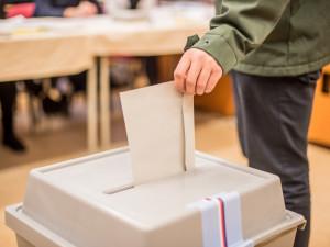 ONLINE: Volby skončily. Poznáme dnes nového prezidenta?