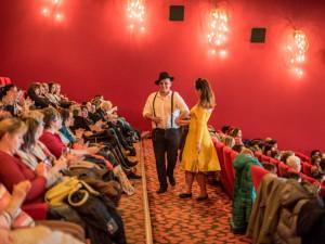 FOTO: Dámskou jízdu zpestřila módní přehlídka a publikum pobavila nová česká komedie