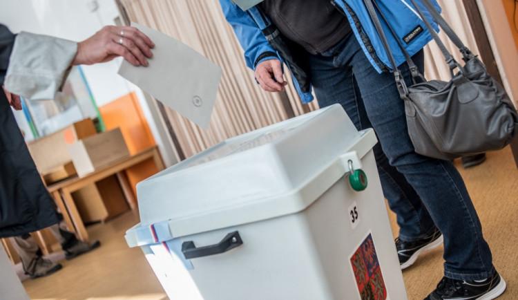 Pro druhé kolo voleb bylo vydáno téměř dvojnásobné množství volebních průkazů