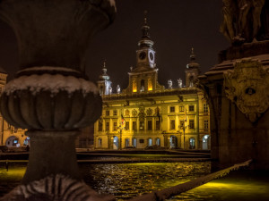 Budějcká radnice se oblékla do zlatavé barvy. Pro nemocné děti