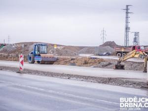 Stavba dálnice z Českých Budějovic na hranice se řeší přes dvacet let