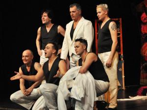 SOUTĚŽ: TV Upoutávka travesti skupiny Screamers pobaví publikum v budějcké Vltavě