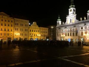 Lidé přišli na budějcké náměstí podpořit demonstraci za zachování svobody slova a médií
