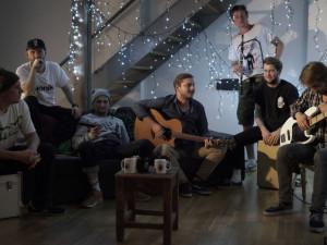 Duben ve Velbloudu slibuje pořádnou party s Pio Squad, kapelou Nuly nebo Znouzectnost