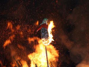 Jak pálit čarodějnice bezpečně. Hasiči připomínají několik pravidel