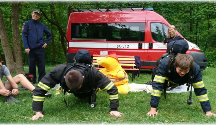 Mladí záchranáři se utkali v Jindřichově Hradci. Zabodovali žáci ze Strmilova a Studené