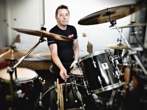 Bubeník Phil Rudd v Budějcích nezahraje. Celé evropské turné je zrušeno
