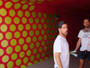 Dvacet metrů dlouhý podchod v Lipně nad Vltavou vyzdobí známý graffiti umělec Jan Kaláb