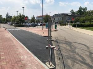 Špitál buduje druhý vjezdový pruh z ulice Boženy Němcové