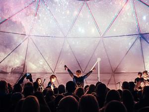 Ohňostroj a magická pódiová show rozzáří městské slavnosti Dotkni se Písku
