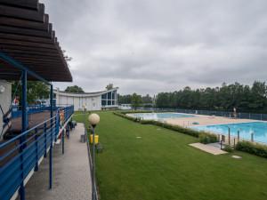Prázdninový provoz začne na budějcké letní plovárně díky teplému počasí dřív