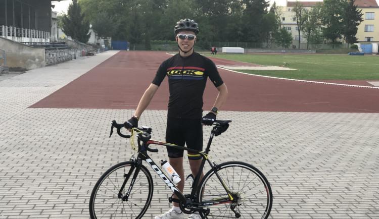Na dovolenou do Chorvatska jede na kole. Nechci se mačkat v autě v pěti lidech, říká David Vaš