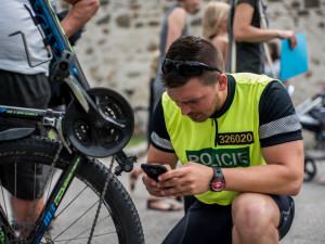 VIDEO: Jihočeští policisté si posvítili na cyklisty a v častějších kontrolách budou pokračovat